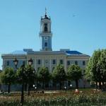 У Чернівцях пізнить головний годинник міста
