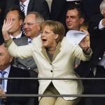 Ангела Меркель не приїде на Євро 2012, бо їй немає що одягнути?