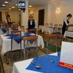 Працівницю їдальні Верховної ради звільнили за те, що вона плювала в суп