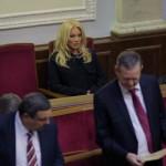 Під час першого засідання Верховної Ради Таїсія Повалій зламала ніготь