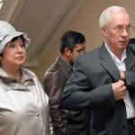 Азаров на 8 березня подарував дружині підсніжники