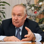 Голова Верховної Ради України Володимир Рибак викинув новорічну ялинку
