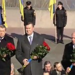Янукович оконфузився на могилі Шевченка