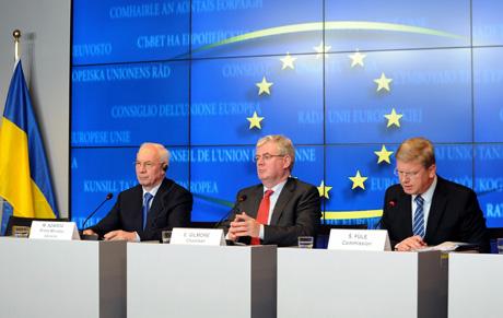 Азаров, Гілмор та Фюле на прес-конференції в Люксембурзі