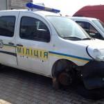 Фотофакт: В Ужгороді з міліцейської машини викрали колесо і номерні знаки
