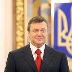 Віктор Янукович зробив пірсинг на пупку