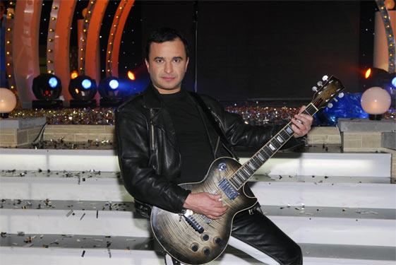 Віктор Павлік з гітарою