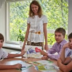 У Запоріжжі школярі взяли в заручниці вчительку з малювання
