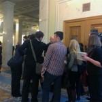 Депутат від опозиції заблокував двері кулуарів Верховної Ради