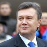 На відкритті пологового будинку Янукович перерізав пуповину