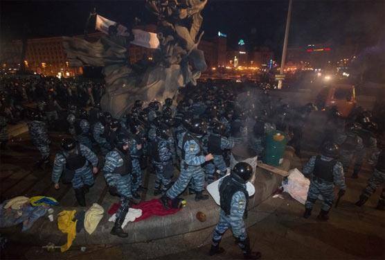 Беркут розганяє Євромайдан