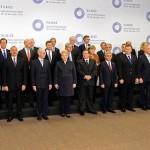 """Фотофакт: Після завершення саміту """"Східного партнерства"""" Грібаускайте, Меркель та інші гості залишились без шапок"""