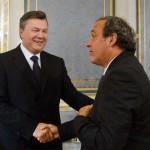 Янукович у роздягальні привітав з перемогою французьких футболістів