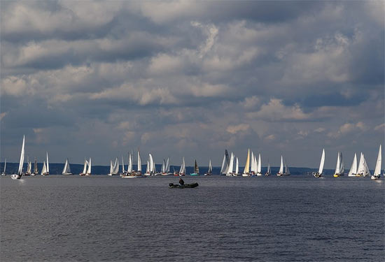 Яхти пікетують Межигір'я з боку Київського водосховища