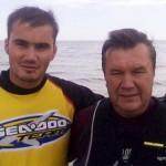 Фотофакт: Віктор Янукович з сином переплили Керченську протоку
