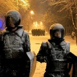 """Фотофакт: замість бійців """"Беркуту"""" в урядовому кварталі стоять манекени"""