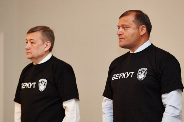 """Михайло Добкін в футболці """"Беркут"""""""