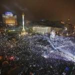 """Фотофакт: У новорічну ніч """"Беркут"""" не розігнав Євромайдан"""