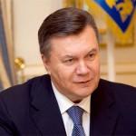 Янукович відправив у відставку усіх міністрів