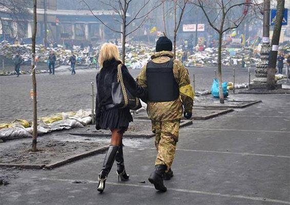 Блондинка на Майдані