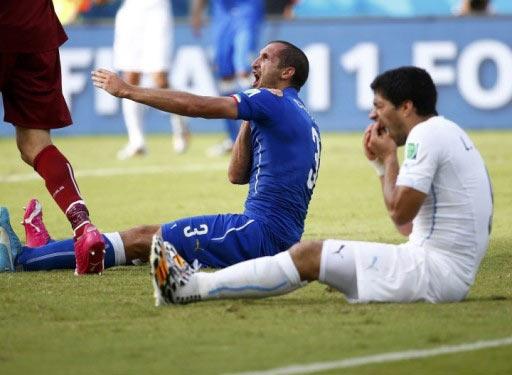 Луїс Суарес вкусив іншого футболіста