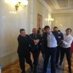 """Фотофакт: """"Регіонал"""" Левченко вивів з сесійної зали п'ятьох """"свободівців"""""""