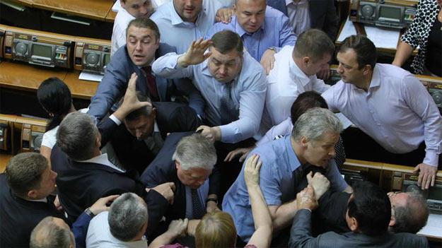 Депутати ВО Свобода побили депутатів КПУ