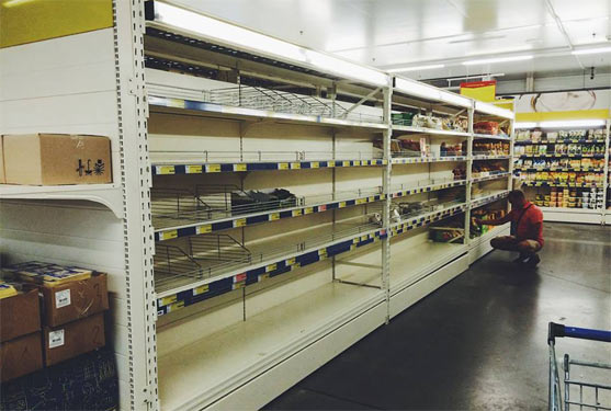Росія: пусті полки в супермаркеті