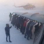Фотофакт: В Росії через скорочення рейсів пасажирам доводиться літати, зачепившись за крила літака