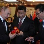 Фотофакт: У відповідь на російський телефон Глава Китаю подарував Путіну матрьошку