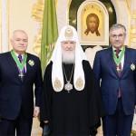 Фотофакт: Кисельов, Патріарх Кирил і Добродєєв сфотографувались на фоні портрета, на якому зображено не Путіна