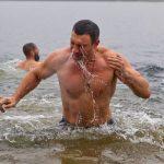 Фотофакт: Кличко висмаркався в Дніпро