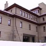 Біля будинку мера Львова Садового невідомий стріляв сигарети