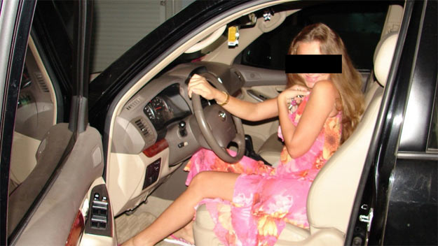 Toyota Land Cruiser: жінка за кермом