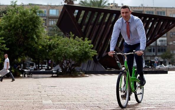 Віталій Кличко і велосипед