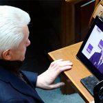 Фотофакт: Литвина під час засідання ВР впіймали за переглядом політичного гей-порно