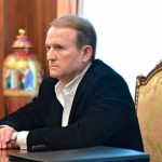 У Прощену неділю Медведчука помітили на сповіді з книгою про Стуса