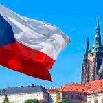 Російський дипломат в Чехії змінив стать і одружився, щоб не повертатись в Росію
